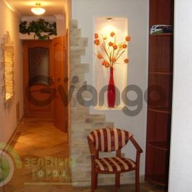 Продается квартира 2-ком 61 м² 8 Марта