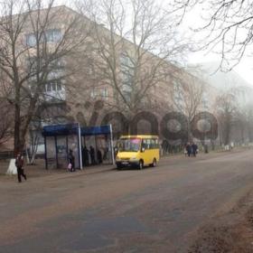 Продам 2 ком. разд.   кв. от метро Бориспольская 20 мин. без комиссии