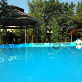 "Аренда дома с бассейном посуточно.Осокорки,6 км.от метро ""Славутич""."