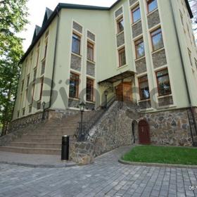 Посуточная аренда коттеджа представительского уровня с бассейном в Буче.