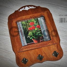 Продажа подарков ручной работы для интерьера: витражные картины, картины маслом,  ключницы, панно ручной работы и т.д.