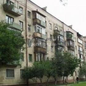 Продается квартира 2-ком 45 м² ул. Харьковское шоссе, 8, метро Дарница