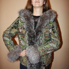 Женская жилетка из павлопосадского платка