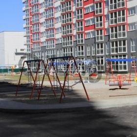 Продается квартира 2-ком 67 м² ул. Драгоманова, 2а