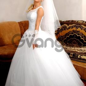 Свадебное платье продам.