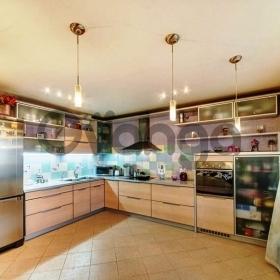 Продается квартира 3-ком 130 м² Красноармейская