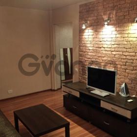 Сдается в аренду квартира 2-ком 56 м² Бурнаковская, 55, метро Бурнаковская
