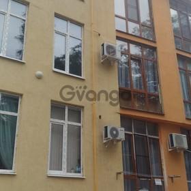 Продается квартира 2-ком 52 м² Калужская