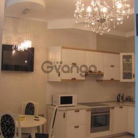 Сдается в аренду квартира 2-ком 63 м² ул. Белорусская, 3, метро Лукьяновская