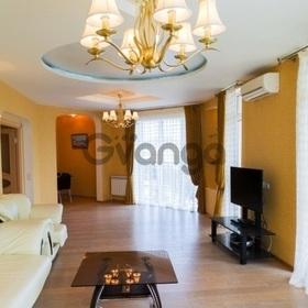 Продается квартира 3-ком 140 м² Виноградная ул.