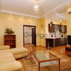 Продается квартира 2-ком 52 м² Пирогова