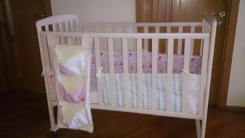 Детская кроватка, нат.дерево, можно с комплектом белья