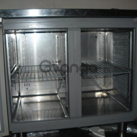 Продам двухдверный холодильный стол бу