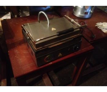 Продам недорого Гриль прижимной Uret STM 01-2 (2кВт) б/у в ресторан, кафе, общепит
