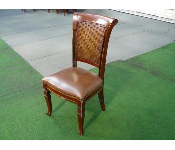 Продам недорого Стулья с кожаным сиденьем б/у в ресторан, кафе, бар